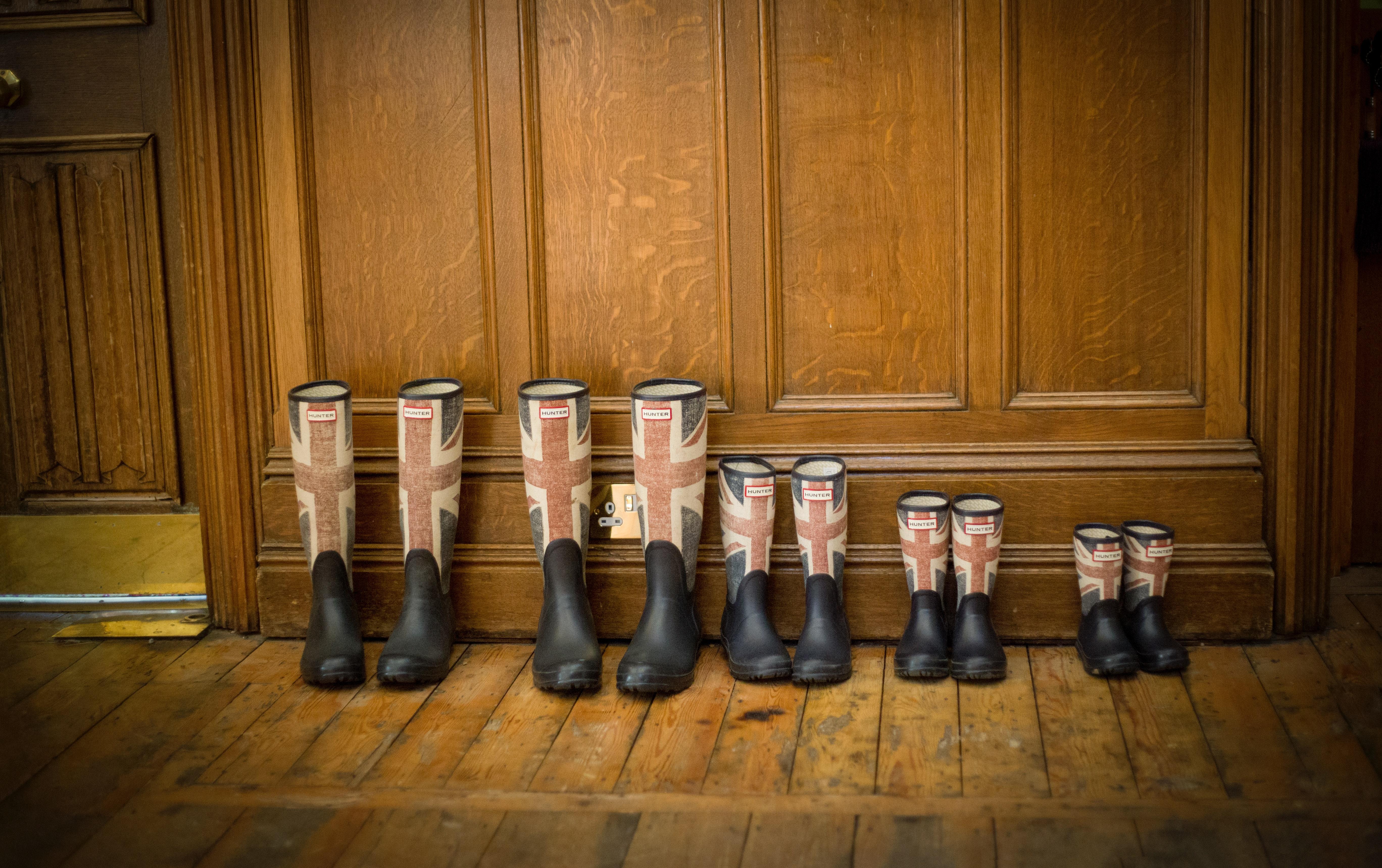 boots-footwear-indoors-parquet-165221